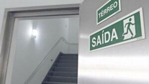 escada de emergencia